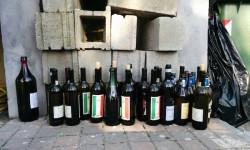 Bottiglioni di Barbera alla sagra del salamino di Moncestino